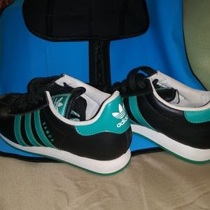 Addias Sneakers